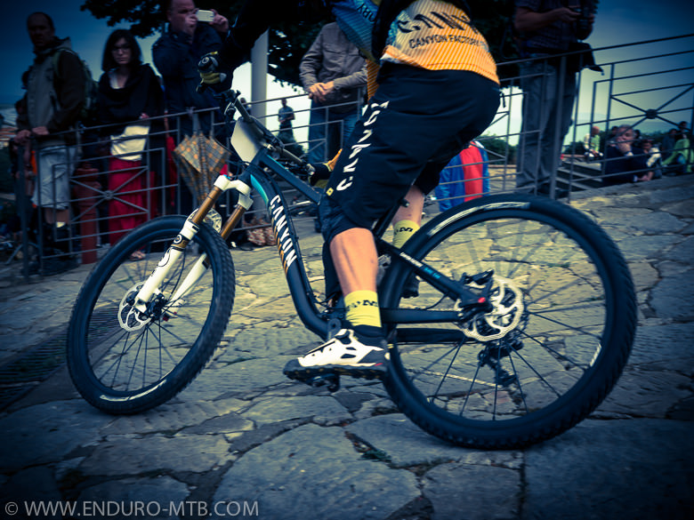 Spyshot: Fabien Barel Racing New Canyon Enduro Bike Prototype