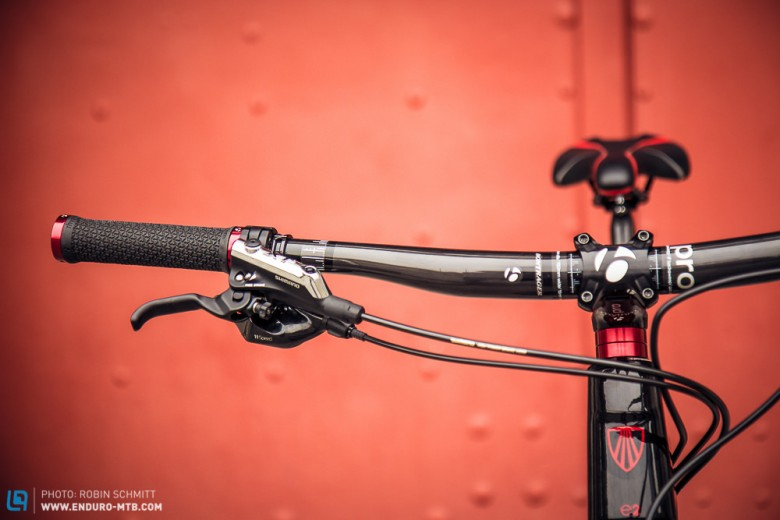 The wide Bontrager handlebars will allow maximum control on the trail